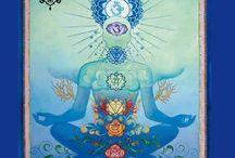 Chakras / Los Chakras son los centros energéticos de tu cuerpo que se encuentran en continuo movimiento y que controlan tu centro emocional y, en consecuencia, tu salud.