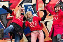 Elker jaarverslag 2012 / Het spanningsveld in de jeugdzorg is duidelijker de maatschappelijke relevantie kunnen aangeven. Jeugdzorgorganisaties werken primair voor het individu en het gezin; terwijl gemeentes primair een oplossing voor maatschappelijke problemen (overlast, schooluitval, jeugdwerkloosheid) willen. In het jaarverslag over 2012 was het de uitdaging van Dizain (www.dizain.nl) om de koppeling te leggen waarbij de maatschappelijke meerwaarde van Elker voor het voetlicht wordt gebracht.