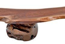 mueble asimétrico / mesa baja de sobre de madera de suart asimétrica y bola de raíz de teca. Diseño, producción y fabricación exclusiva y ecológica por www.comprarenbali.com