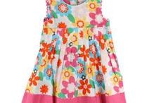 Fixoni / Skandinávská značka Fixoni byla založena roku 1965 a na český trh se dostala v roce 2009. Fixoni se zaměřuje na módu pro děti do 24 měsíců. Oblečení Vás zaujme veselými barvami, je funkční, veselé, hravé. Velký důraz je kladen na použité materiály.