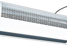 Kurtyny powietrzne / Kurtyny powietrzne zmniejszają stratę energii w pomieszczeniach, gdzie miesza się powietrze o różnych temperaturach. Każda z nich tworzy niewidzialną barierę i oddziela dwa różne środowiska