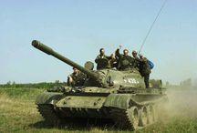 Řízení tanku - nejnižší cena! / Ve vojenském areálu, vzdáleném pouhých 30 km od Prahy, se na moment vrátíte o několik desítek let zpátky a to ve chvíli, kdy usednete za volant pancéřového obrněného transportéru! Jen krátká instruktáž s našimi zkušenými instruktory stačí k tomu, abyste mohli sami ovládnout řízení cvičného bojového tanku t55-c nebo vyprošťovacího tanku typu VT-55.  Pro více informací: http://www.impresio.eu/zazitek/rizeni-tanku
