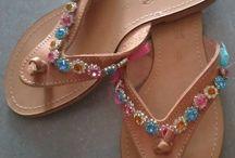 Для мамы и для дочки. / Женские и детские сандалии, выполненные в одном стиле. Женские - размер 36-41. Детские - размер 20-35. Украшения даны для примера,могут быть использованные любые другие по вашему вкусу.