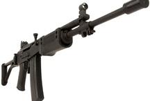 Military / Bármi, ami fegyverekkel, fegyveres erőkkel kapcsolatos.