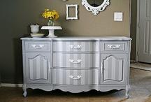 Bútorok / Antik, festett, klasszikus