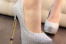 Sapatos  saltos e outros
