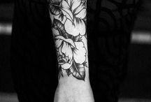 Tatoo$ berry nyce / tattoo art is bright and beautiful, what stands out is the shape and texture