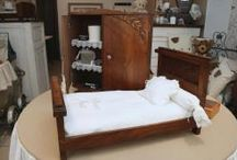 Les meubles d'ours / Anciens meubles de poupées restaurés.