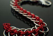 gioiellini / braccialetti  collane  ciondoli  anelli