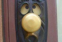 door-knockers  (ajtó-kopogtatók)
