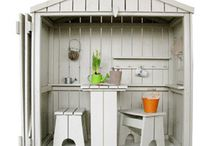 playhouses and other things to little back yard / What there is to children when you have very little space.