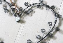 dekoráció: szív drótból, fémből