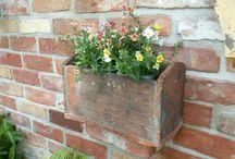 Blumenkübel Blumenkasten / Blumenkübel aus alten Biberschwänzen in Handarbeit  gefertigt. Die Biberschwänze  sind über  100 Jahre alt und für  den  Innen- und Aussenbereich  geeignet. Natürlich  Frostbeständig.
