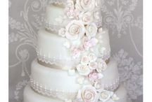 Floral Cakes / Wedding cakes decorated with pretty sugar flowers