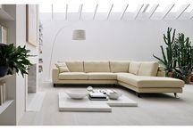 Sofa Jack / Sofa Jack to ekskluzywny mebel, który znajdzie swoje zastosowanie w każdym nowoczesnym salonie. Mebel jest inspirowany znanym projektem. Zaproś swoich gości i zaskocz ich niespotykanym dotąd rodzajem komfortu i wygody. Miękka tapicerka sprawi, że na chwilę oderwiesz się od codzienności