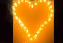 Romantische Lichtbilder ... was für's Herz / Lichterbilder - Ein romantisches Bodenfeuerwerk für Hochzeiten, Geburtstage und Liebeserklärungen. Dieses Feuerwerk ist auch als Hochzeitsfeuerwerk bekannt.