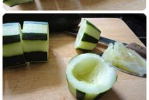 cucumber,  geburtstags Party hummus, & red pepper appetizer