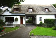 Cottages Ireland - Apple Loft Cottage / This gorgeous two story thatched cottage has wonderful sea view, is spacious and roomy thatched cottage built to the highest standards to provide luxury accommodation for up to four people. It's one of our favourite places to stay.