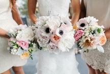 Wedding Flowers / A collection of wedding flower inspiration: bridal bouquets, buttonholes or boutonnieres, wedding wreaths, flower centrepieces, wedding floral displays, DIY wedding flowers.