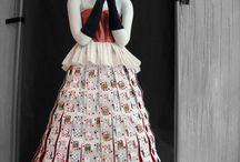 šaty z karet