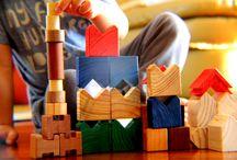 Kubiko na 27ª Craft Design / KUBIKO - brinquedos criativos que utilizam madeiras maciças como matéria prima, focando em trazer saúde, segurança, criatividade e diversão para as crianças.  São vários os formatos de blocos de madeiras nobres que, trazendo o cheiro da natureza para perto dos pequenos, incentivam sua criatividade. A Kubiko faz parte da lista seleta de expositores da 27ª Craft Design, de 13 a 16/08 no Frei Caneca.