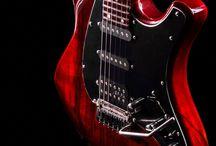 08-Red Mamba / Il cliente può decidere in accordo col liutaio ogni singolo particolare dello strumento, nella ricerca della personalizzazione e perfezione più assoluta.