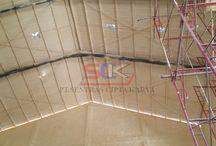 Peredam Panas / Fungsi Spray Foam untuk insulasi peredam panas , supaya suhu dari luar tidak masuk kedalam dan suhu di dalam tidak keluar (suhu ruangan tetap stabil saat dimusim panas maupun dimusin dingin), agar tidak perlu memakai pendingin ruang / AC berlebihan, sehingga bisa menghemat tagihan listrik (saving energy). Spray foam umumnya langsung di semprotkan pada lokasi yang di insulasi. contoh: di bawah/di atas atap zincalume, Dak beton, diatas plakfon, dinding, panel composite, dll.