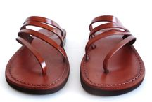 Sandali di cuoio