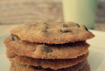Cookies That Make Your Mouth Water / Cookies, cookies, cookies!  Cookie recipes to make your mouth water and your friends envious of your baking skills.