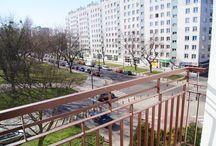 Mieszkanie na sprzedaż Warszawa / Nieruchomość o pow. [34m²] składa się z pokoju z wyjściem na balkon, widnej kuchni z ekspozycją okien na tereny zielone, łazienki z prysznicem oraz hallu.W łazience oraz kuchni na podłodze znajduje się terakota w pozostałej części mieszkania położono parkiet dębowy.Nieruchomość znajduje się na 3 piętrze. Do mieszkania przynależy piwnica [7m²] Stan prawny mieszkania własnościowe z założoną Księgą Wieczystą. Mieszkanie gotowe do wprowadzenia bez dodatkowych nakładów finansowych.