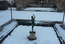 Snow to the ruins of Pompeii / 31 Dicembre 2014 #Pompei con la #neve.   December 31, 2014 #Pompeii with snow.  Tutte le fotografie che troverete presenti qui, sono di proprietà degli autori , alcune informazioni provengono dalla rete. Se qualcuno notasse qualche particolare coperto da © copyright (a noi sfuggito) o simili, è pregato di comunicarlo con la massima urgenza, provvederemo immediatamente alla sua rimozione.  #snow #neve #pompeii #31dicembre2014 #italy #houseofthefaun #casadelfauno / by B&B Pompei Il Fauno