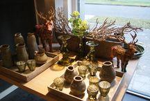 Onze winkel / Wekelijks zijn er veranderingen in onze winkel. Nieuwe woonaccessoires, behang, vloerkleden en meubelen.