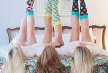 Happy Socks / A Happy Socks két svéd barát látomása volt 2008 tavaszán. Céljuk, hogy egy kis színt vigyenek a hétköznapokba felhasználva sokféle modellt, széles spektrumú színskálát, emellett megtartva a klasszikus formákat vagy éppen kísérletezve a grafika végtelen világával. Egyszerűen fogalmazva: egy pár jó minőségű zokni és alsónemű minden alkalomra, legyen az munkahelyi megbeszélés vagy egy esti villogás. Ma a Boldog Zokni elérhető minden kontinensen, több mint 70 országban és Nálunk!