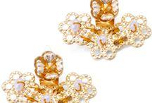 """EAR JACKETS / O Ear Jacket que veste o lóbulo da orelha é a nova moda quando o assunto é acessório. Use o brinco na frente e coloque o """"jacket"""" na parte de trás da orelha.Todas as nossas peças são exclusivas, artesanais e banhadas a ouro 18k de altíssima qualidade."""
