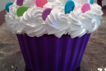 Giant Cupcake   [Decoration]