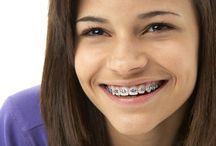 Cura dei denti / Protesi dentarie, riparazione protesi, implantologia osteointegrata, riabilitazione protesica, sbiancamento dentale, terapia canalare dentale, trattamenti di igiene orale.