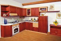 Cucine Pino Rigo Ornella / Cucine in pino massiccio, realizzate con l'impiego di verniciatura a solvente e ferramenta di media qualità
