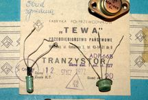 tranzystory / półprzewodnikowy element elektryczny posiadający zdolność wzmacniania sygnału elektrycznego stosowany na przykład w zasilaczach, telewizorach, sterownikach, komputerach itp.