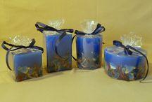 Μπλε χειροποίητα αρωματικά κεριά / Μπλε χειροποίητα αρωματικά κεριά. Με αποξηραμένα και διάφορα άλλα υλικά. Ταιριάζουν σε όλους τους χώρους και στις διακοσμήσεις.