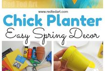 Spring Crafts For Kids / Spring Crafts for kids of all ages. Enjoy flower crafts, animal and insect crafts for the Spring Season. Lots of lovely ideas to connect kids with the changing seasons around them.