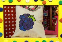 Knutselen met textielverf / In deze aflevering van KnutselTV maken de zussen met textielverf een kussenhoes en een shopper!