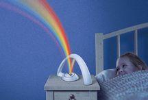 Ночник проектор светодиодный Радуга / Ночник проектор светодиодный Радуга - любимый ночник для детей. Два режима не оставят равнодушными детей и взрослых. Плавное переключение цветов или включение всех цветов радуги. Спокойные не яркие цвета создадут приятную романтичную атмосферу в доме http://zacaz.ru/products/dom-byt-kuhnya/uyut-doma/nochnik-proektor-svetodiodnyj-raduga/