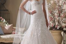 wedding gowns / by Brianna Chekal