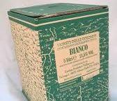 BaginBox / Mensola in cartone. Lampada con ombre vigna.