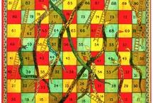 Spieltz Brettspiele auf LKW-Plane / Spiele aus unserem Verlagsprogramm sowie Spiele aus den Shops unserer Autoren produzieren wir immer auf LKW-Plane. Einige unserer Spiele gibt es zusätzlich in der klassischen Variante (Spielbrett Graupappe, kaschiert; Stülpdeckelschachtel).