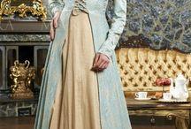 Abiye ve Nişan Kıyafetleri / Özel davetlerde,düğün ve nişan törenlerinde abiye kıyafetler bayanların vazgeçemediği gözdeleridir.Konu abiye kıyafet olunca itinalı davranmak, son trendleri yakından takip etmeleri gerekmektedir.