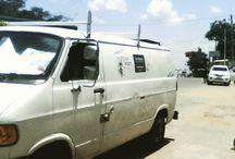 Vanlife / Van-Nomaden, die in Womos unterwegs sind und von dort aus arbeiten.