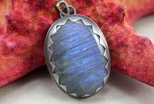 Biżuteria ChileArt / ChileArt to biżuteria artystyczna projektowana dla kobiet chcących się wyróżnić. Projektujemy ze srebra a nasza biżuteria jest ręcznie wykonywana.