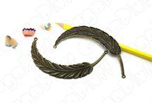 Pendenti e charms in bronzo / Scopri le opportunità di acquisto per charms e pendenti in bronzo sul sito www.gugapluff.it