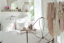 Beds and Bedrooms I Love / by Patricia Janson